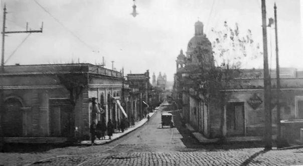 actual Blvd. Illia, hacia el norte, se observa la calle Buenos Aires 1910