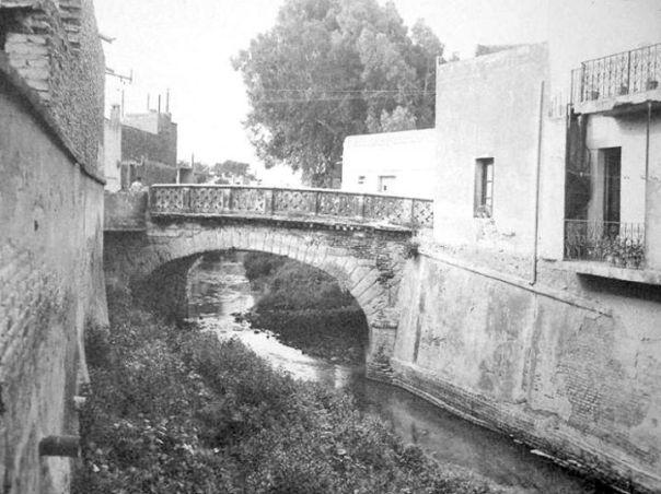 calle 27 de abril, sobre el antiguo cauce de La Cañada en el año 1932