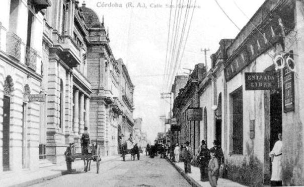 Calle San Jerónimo A la izquierda de la foto se aprecia el Banco Provincia de Córdoba. Año 1910