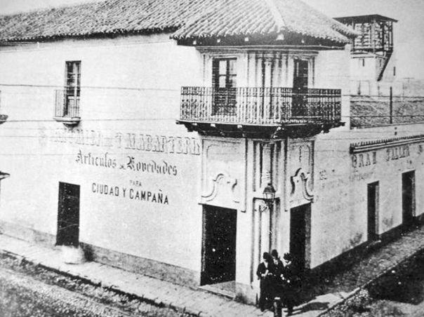 Casa del Marqués de Sobremonte cuando había un almacén en su planta baja en el año 1911