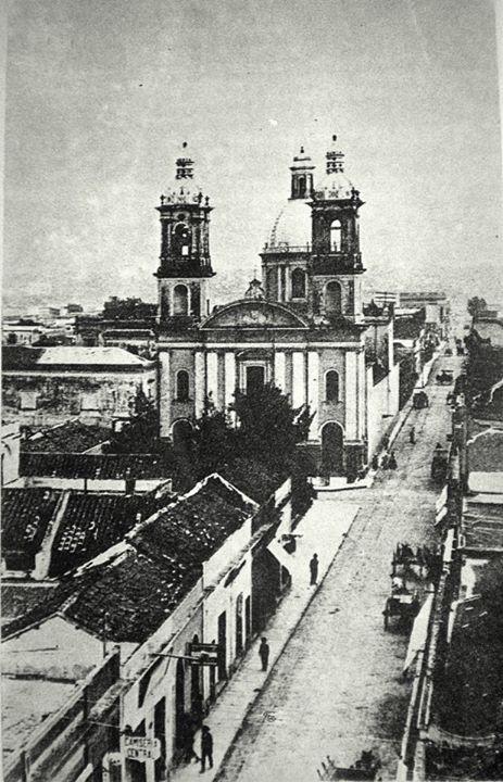 Vista de la antigua calle de los mercaderes, hoy Rivadavia fines siglo 19