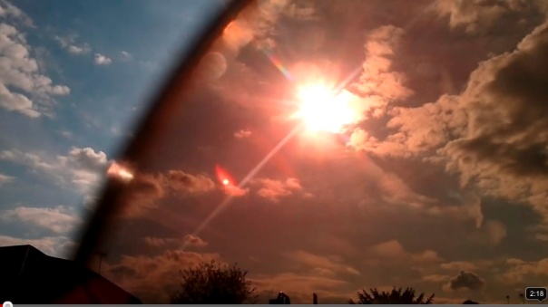contrailscience.com_skitch_weird_sun_or_two_3F_12th_May_2012_UK___YouTube_20120517_105629